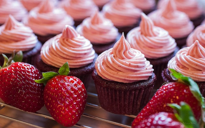 Strawberry red velvet mini-cupcakes