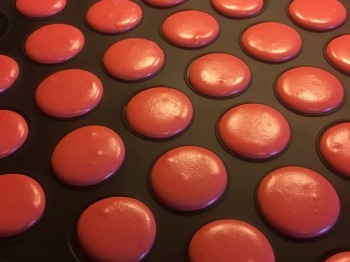 Croutage - strawberry macarons